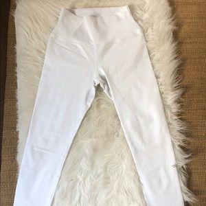NEW ALO YOGA WHITE LEGGINGS - SIZE MEDIUM